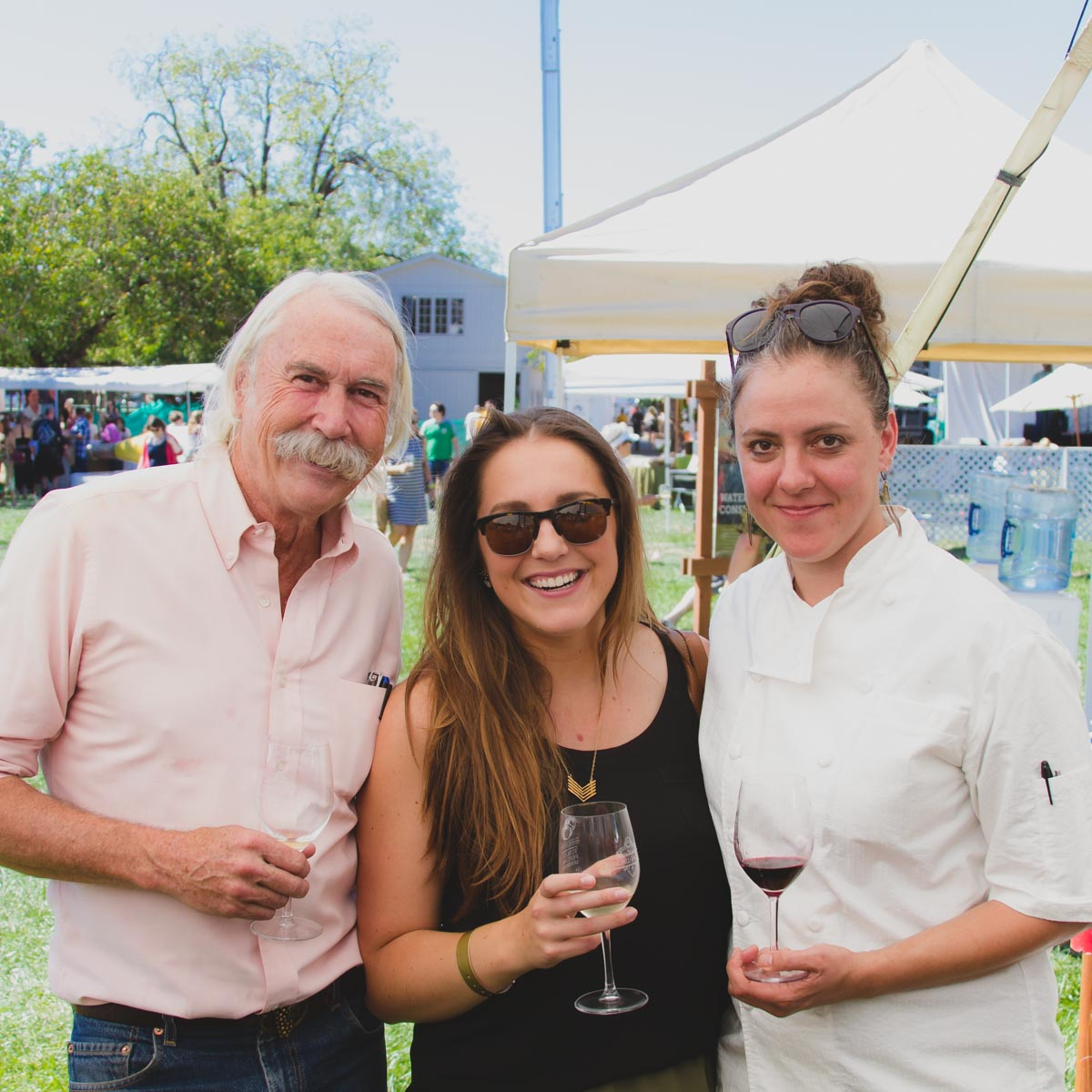 Winemaster Randy Ullom with Tomato Festival guests
