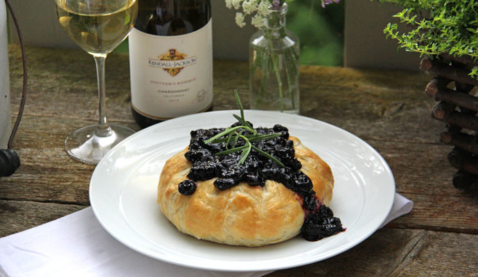 Puff Pastry Baked Brie with Blueberry Chutney Recipe