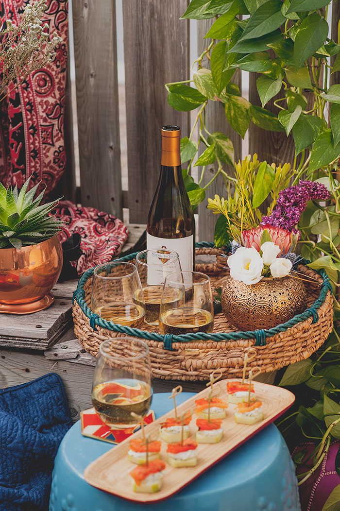 Melissa here from The Sweet Escape to share with you a dreamy Boho inspired summer sunset affair I had on my very own rooftop patio.