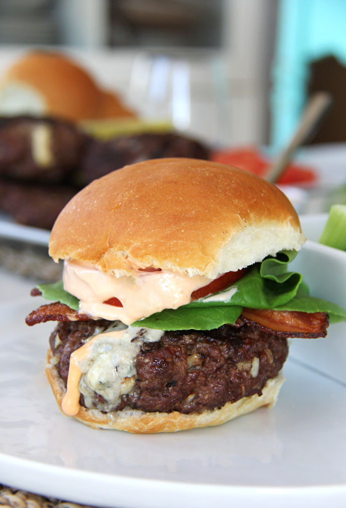 Fill your burger up with all of your favourite toppings, then smother it in the Buffalo Wing Sauce Mayo and enjoy! These meaty and flavorful burgers are perfect served with the Kendall-Jackson Vintner's Reserve Cabernet Sauvignon. This wine pairs perfectly with the creamy and tangy blue cheese!