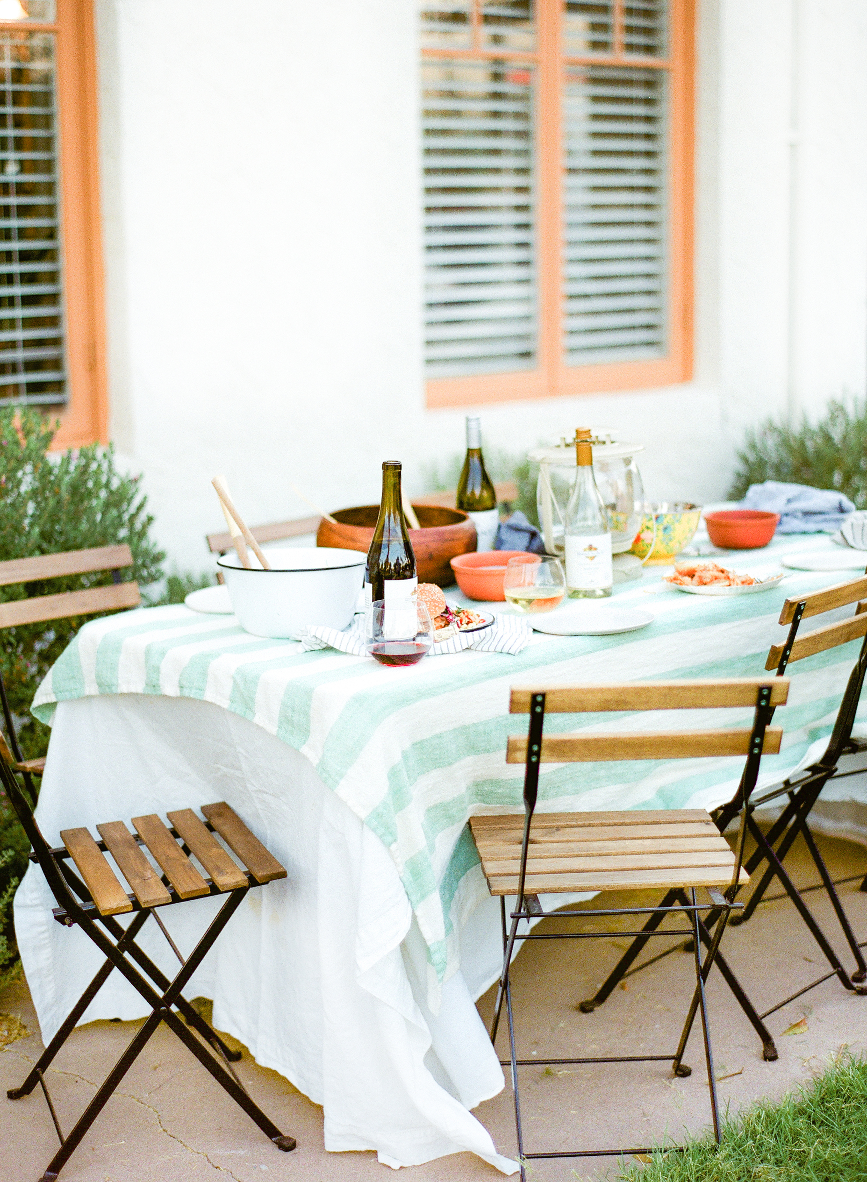 We are throwing a relaxed get-together with some close friends to celebrate the 4th. Not in the mood for super patriotic decorations or over the top red, white, and blue decor? Then saddle up to our summer-centric, backyard bash! This year, we are opting out of the hectic parade and crowd mayhem to focus on the things we hold dear - food, friends, and, of course, #KJAVANT wine!