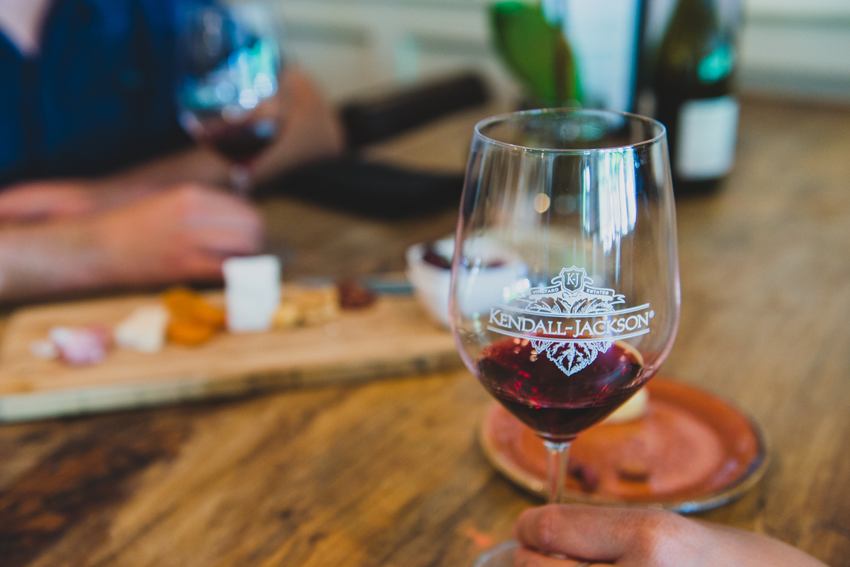 The Harmoneous Relationship Between Food and Wine