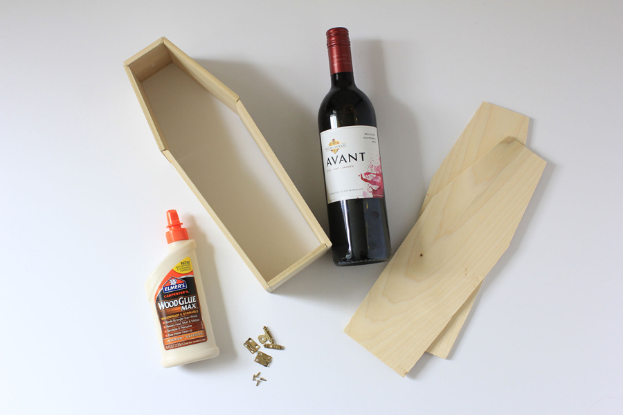This Wine Coffin for Halloween #DIY is such a fun way to take a classic hostess gift (a bottle of wine) and turn it into something even more special.