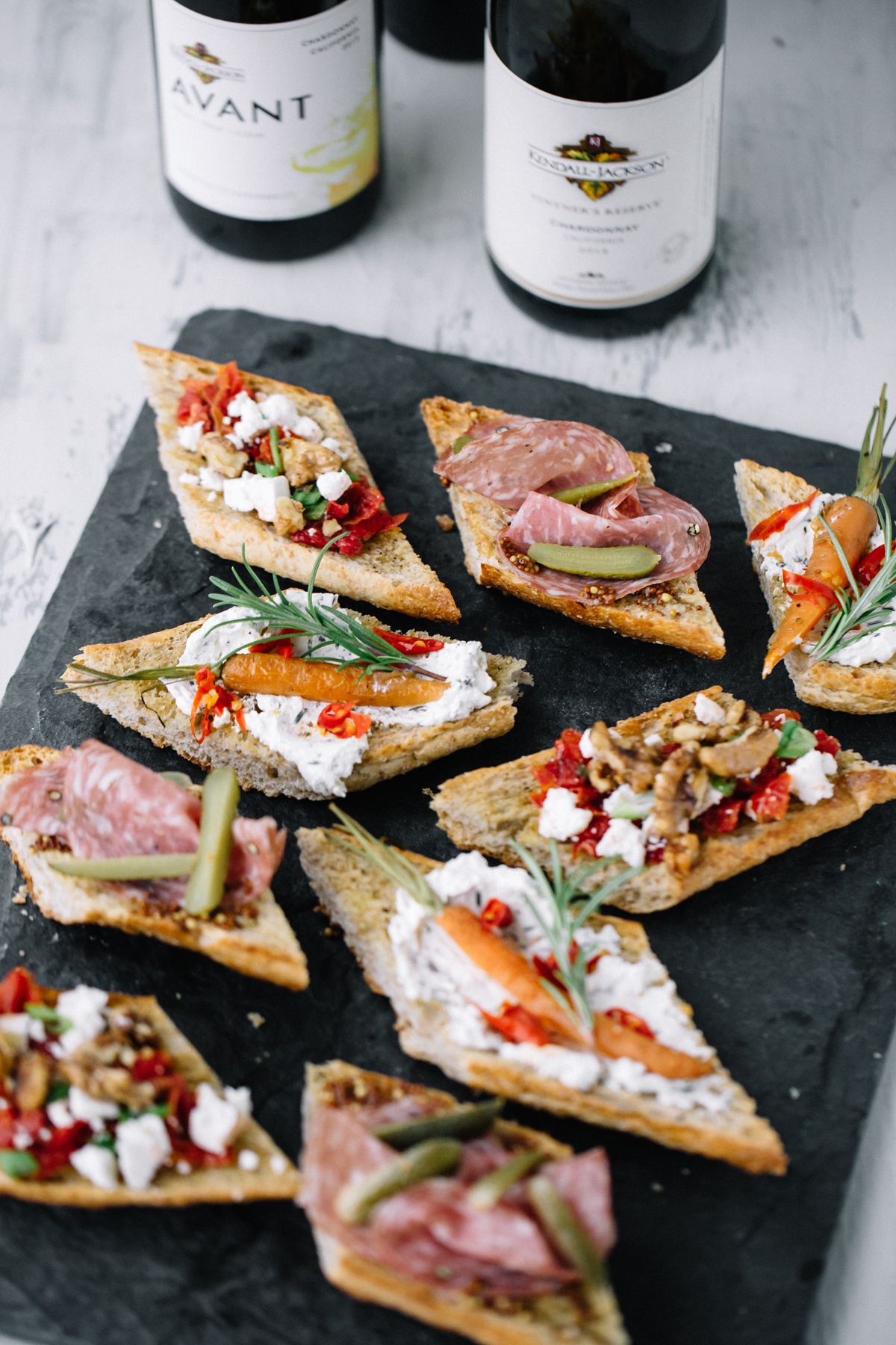 When you are hosting a soirée the last thing you want to do is spend time making sure everyone's eating, instead you actually want to spend time enjoying your friends' company, so I have the perfect solution for ya, an oldie but goodie: a crostini party s