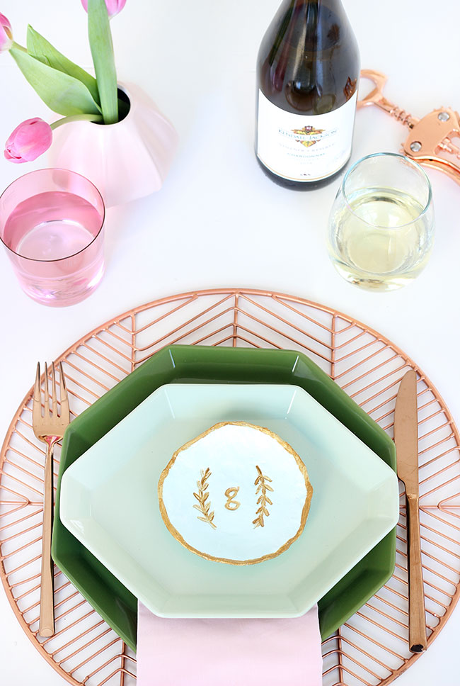 This adorable #DIY clay dish place setting doubles as a place setting and a gift for your guest to bring home.