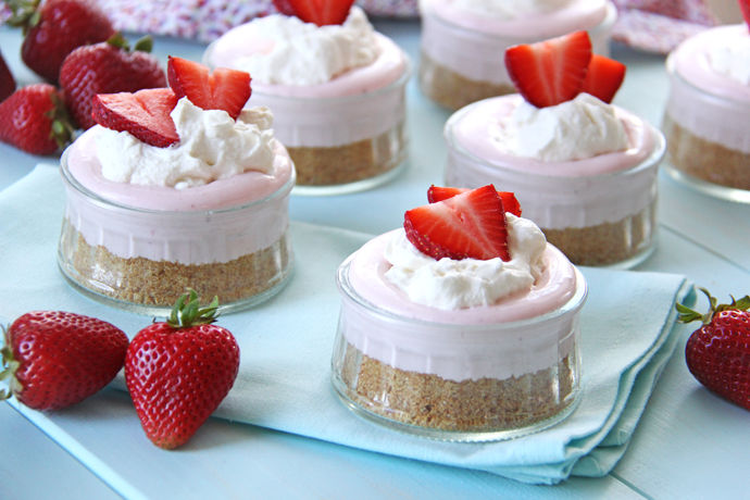 These cheesecakes are so simple to make, but they're gorgeous and look so pretty no one will even know you spent about half an hour putting them together!