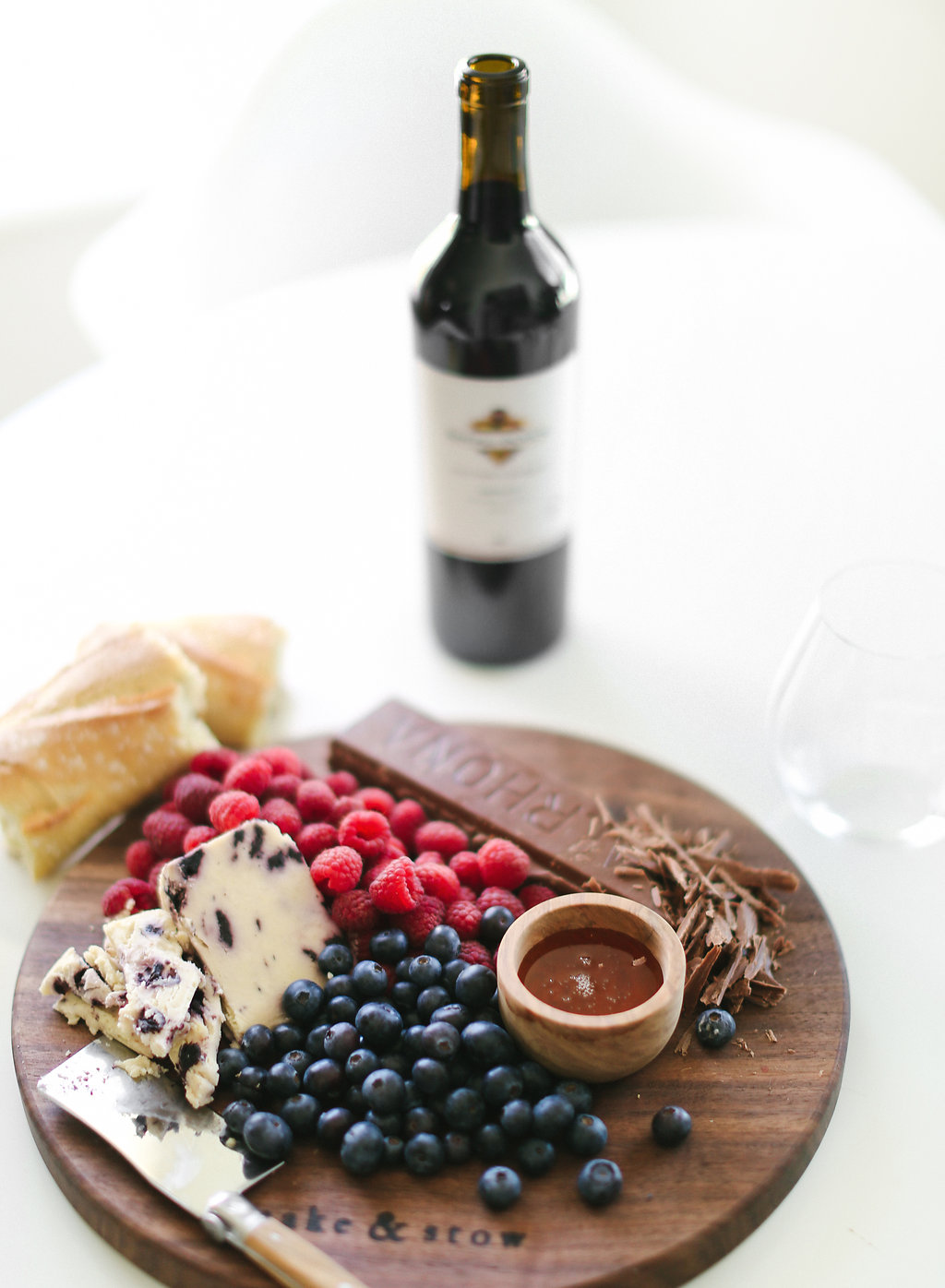 This easy #DIY is perfect for those extra wine glasses, a gift, or a fun set for entertaining.