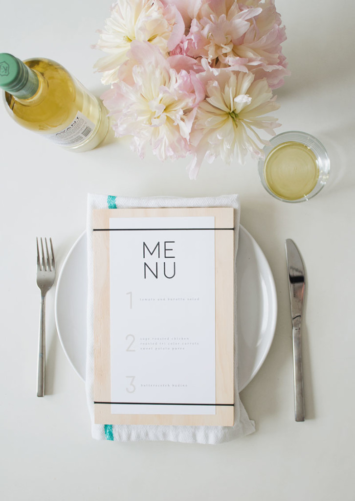 This Printable Menu us a really fun and easy way to spruce up your table for your next dinner party! #DIY