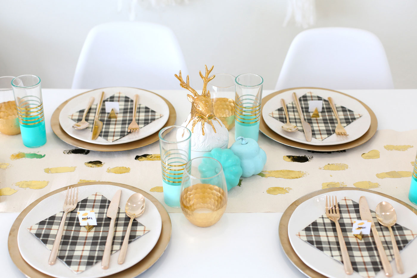 These DIY printable place cards help your guests know who sits where, can make for awesome conversation and help people feel more comfortable.