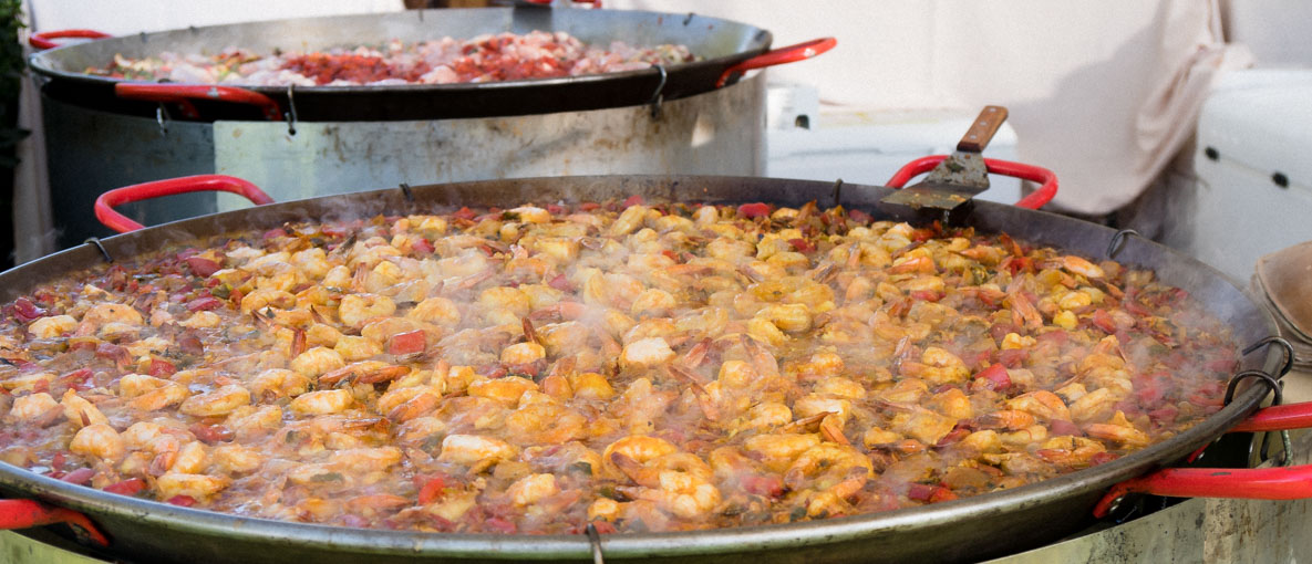 We break down everything you need to know when pairing your wine with paella. We cover wine pairings with Paella Valenciana, seafood-based paella,'Mixed' or 'mixta' paella to 'negra' paella (cooked with squid oil) and much more!