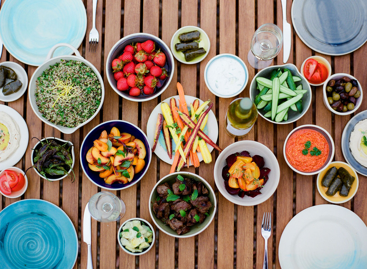 Colder weather doesn't mean the backyard get togethers have to come to an end. Here are some fun and practical tips for outdoor entertaining in the fall.