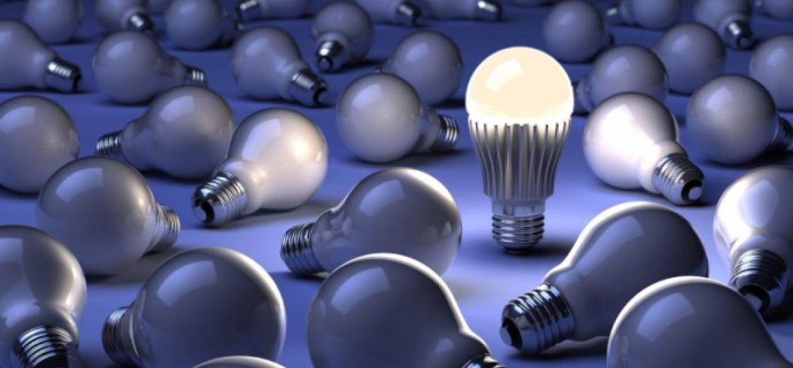 LED-and-Old-Light-Bulbs-690x400