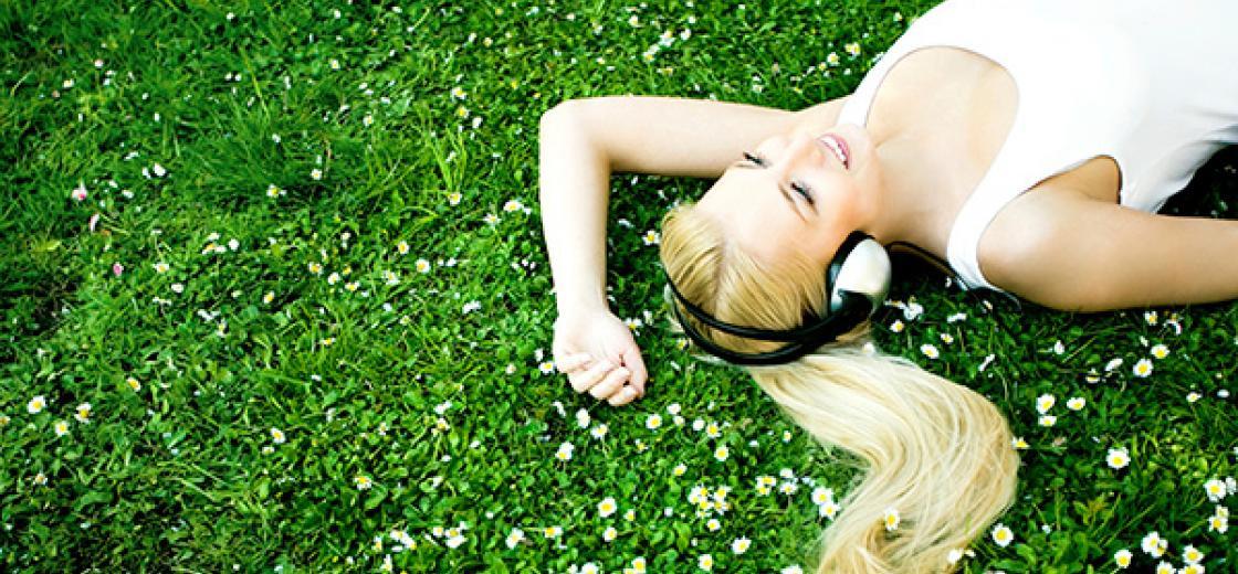 girl_headphones_iStock_000009333177Large
